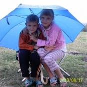 Ревурко Аня 9 років і Ревурко Максим 7 років